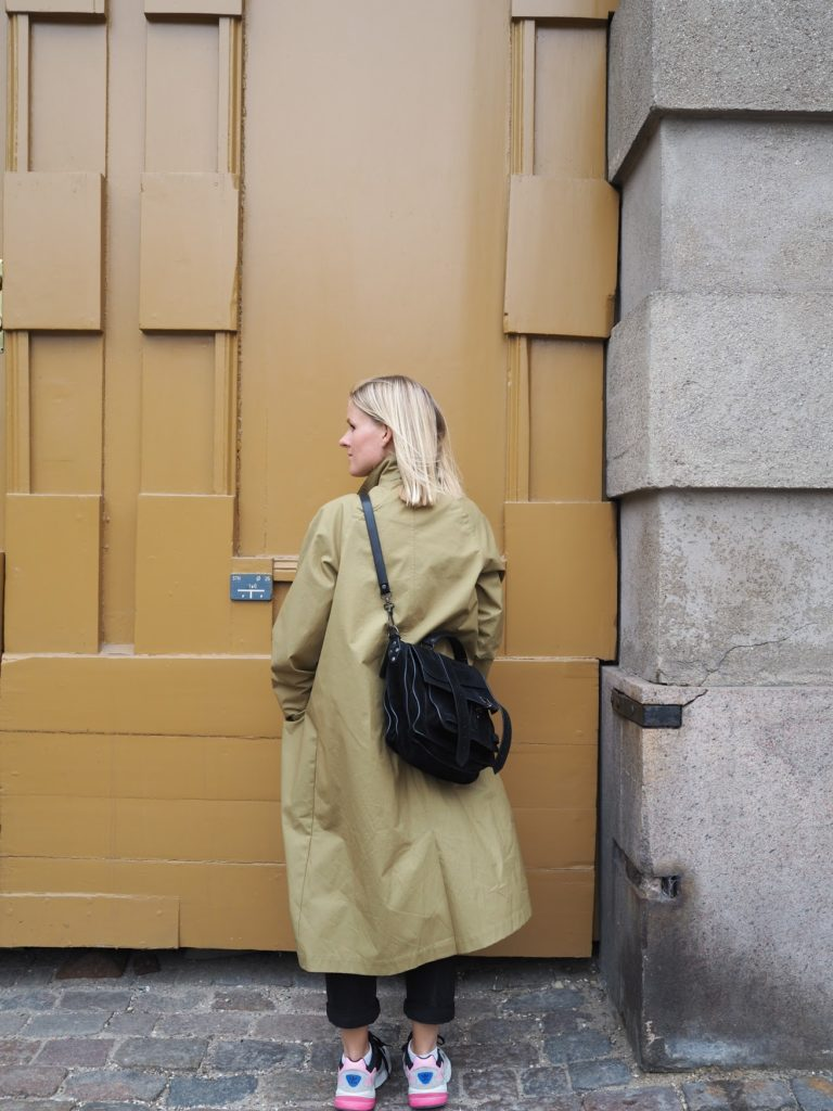 The raincoat that looks like a trenchcoat from Stutterheim