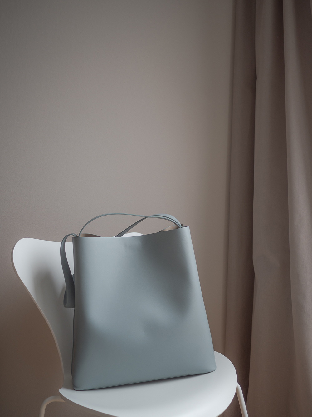 The seasonless bag by Aesther Ekme