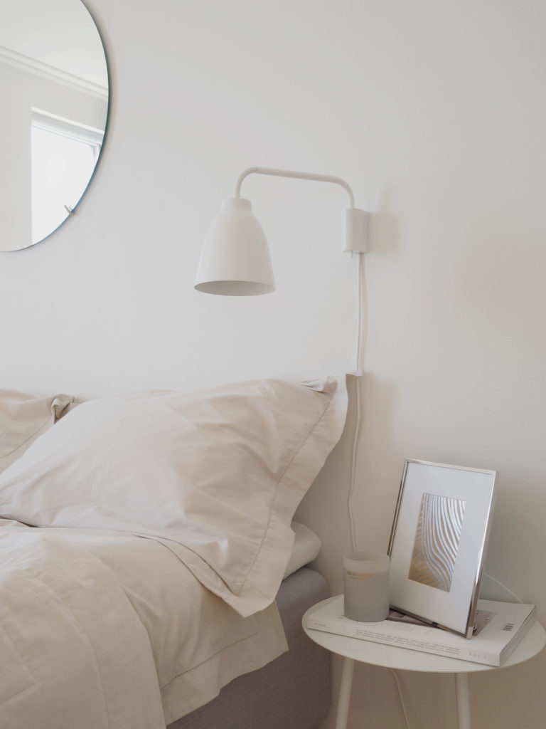 Timeless design makes it easy to secure a stylish home for many years to come. Modern classics and high quality gives you a long lasting interior. I have teamed up with H&M Home to create that sophisticated timeless bedroom with that exact feeling, using products from their Classic Collection.
