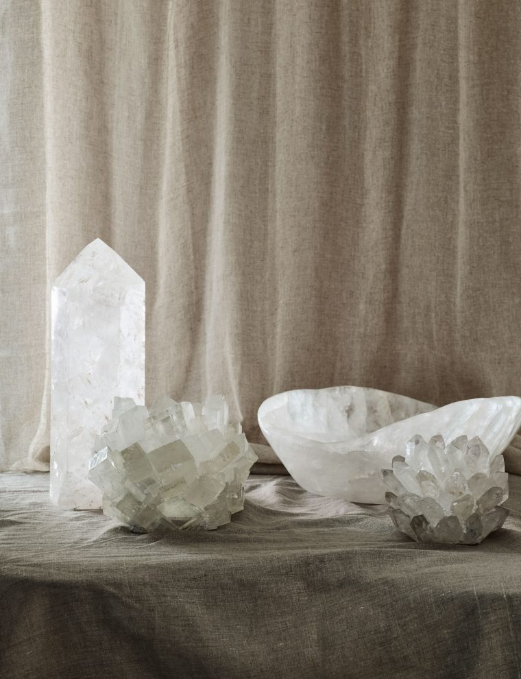 Todays inspiration is this editorial styled by Nathalie Schwer for Cereal Magazine. An editorial we they displayed three peoples personal collections. They where; furniture, baskets and crystals.